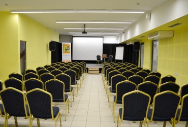 konferenciaterem11-370×250